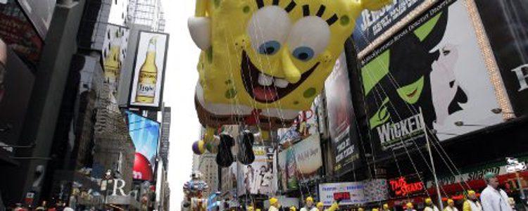 Globo de Bob Esponja en el desfile de Macy's de Acción de Gracias