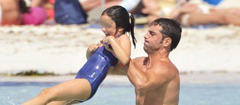 David Bustamante disfruta de un día de playa