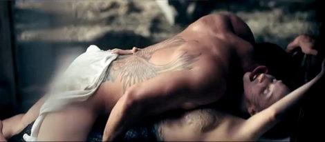 Lady Gaga estrena el videoclip de 'You and I' con sexo, sirenas y una peculiar boda