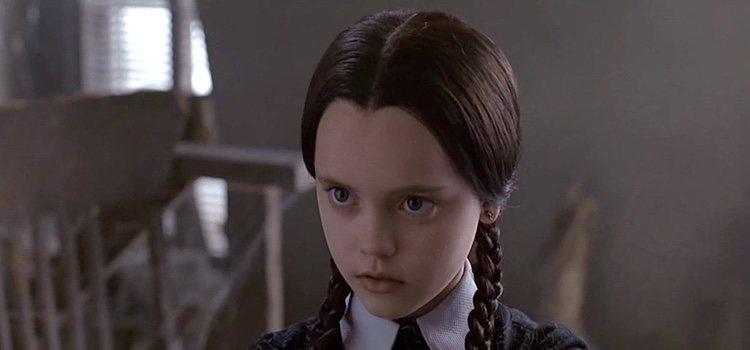 Conviértete en 'Miércoles' de la familia Addams para Halloween