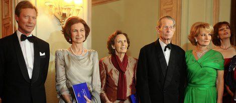 La Reina Sofía y el Gran Duque de Luxemburgo acuden a la celebración del 90 cumpleaños de su primo el Rey Miguel de Rumanía