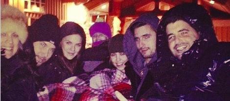 ... disfruta de la nieve con Scott Disick y sus hijos Mason y Penelope