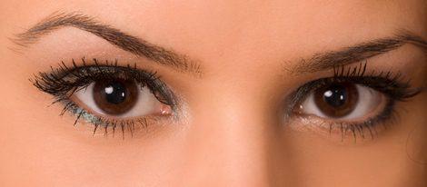 Esconde tus ojos cansados detrás de un sencillo maquillaje