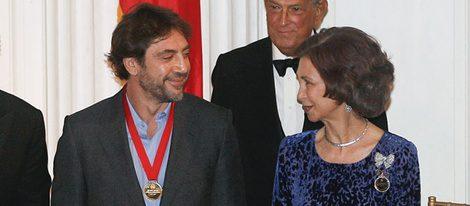 Javier Bardem y la Reina Sofía en el Queen Sofía Spanish Institute