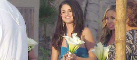 Selena Gomez vestida de dama de honor en una boda en México