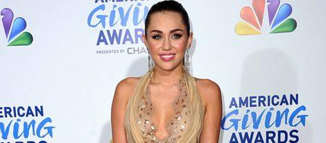 Playboy Quiere Desnudas A Miley Cyrus Y Selena Gomez Filmvz Portal