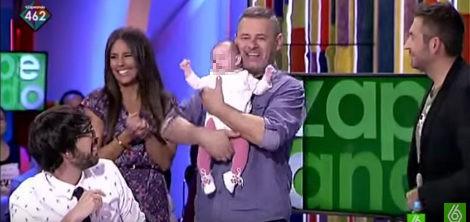 Miki Nadal presenta a su hija Carmela en 'Zapeando' | laSexta