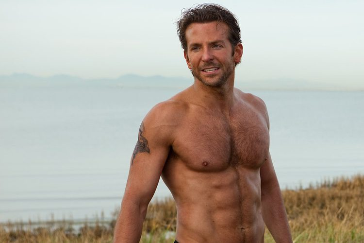 Bradley Cooper sin camiseta