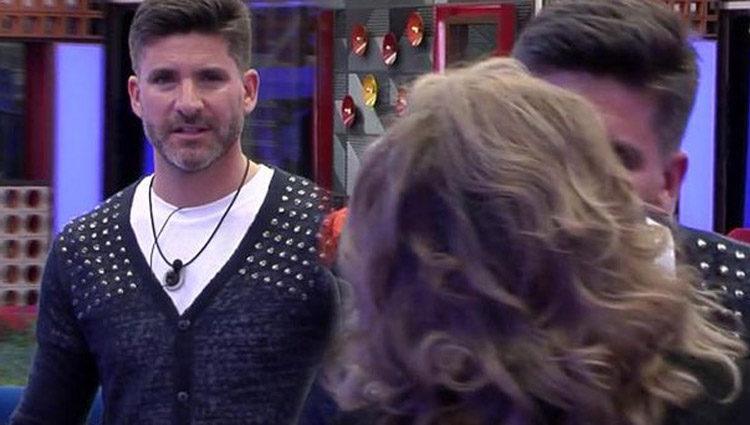 La fría y tensa reacción de Toño Sanchís al ver a Terelu Campos | telecinco.es
