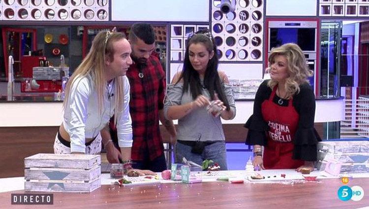 Terelu Campos explicándole la prueba a los concursantes | telecinco.es