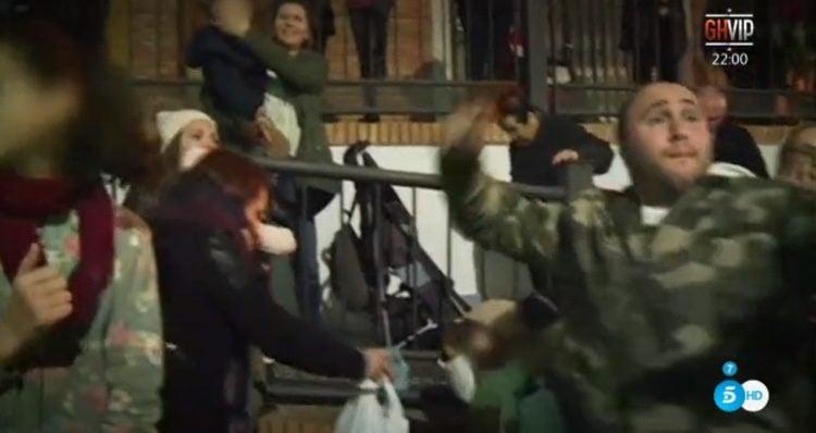 Kiko Rivera coge impulso para tirar caramelos al Rey Melchor