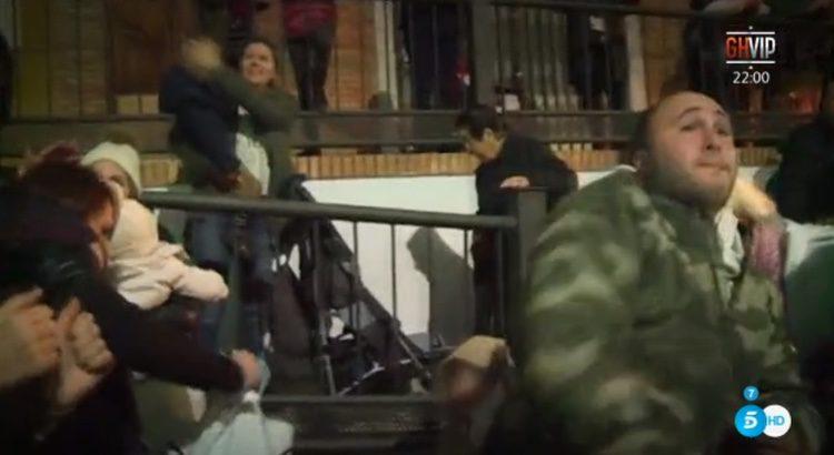 Kiko Rivera tira caramelos al Rey Melchor