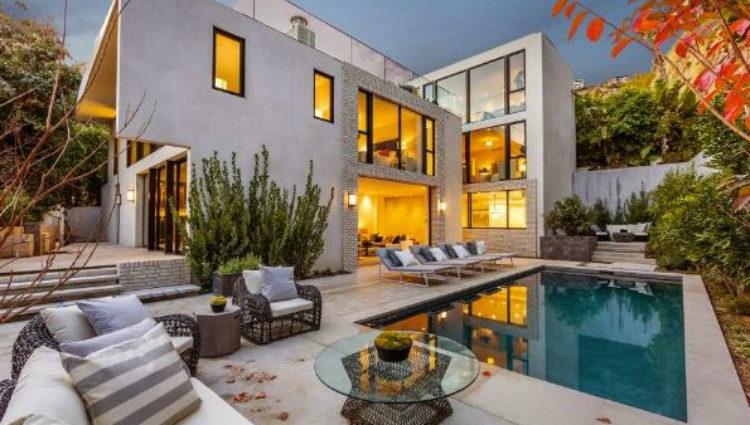 Vista exterior de la nueva mansión de Kendall Jenner en la ciudad de Los Ángeles