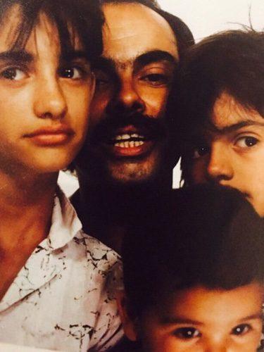 Eduardo Cruz y sus hijos Penélope, Mónica y Eduardo/ Fuente: Instagram Mónica Cruz