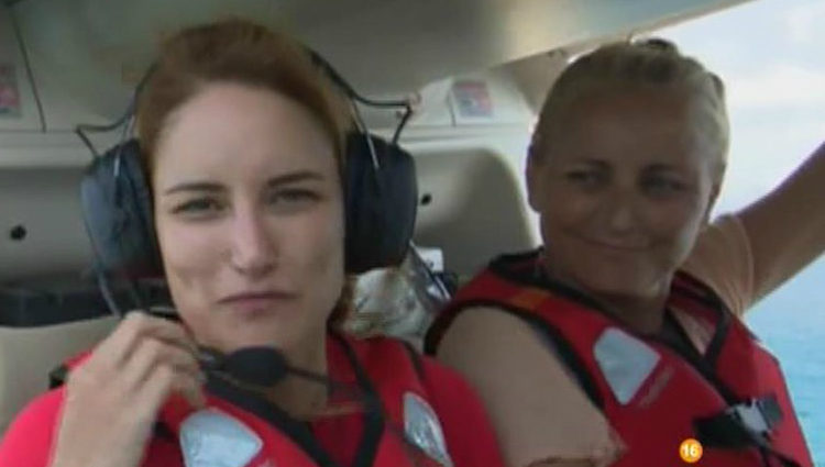 Alba Carrillo y su madre Lucía en el helicóptero   telecinco.es