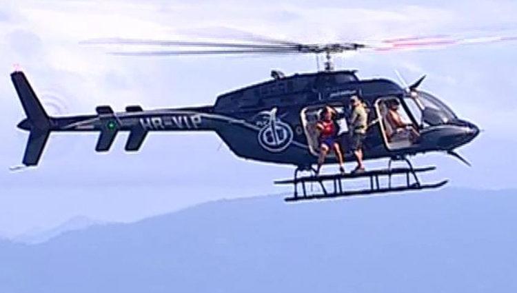 Leticia Sabater saltando al agua desde el helicóptero   telecinco.es