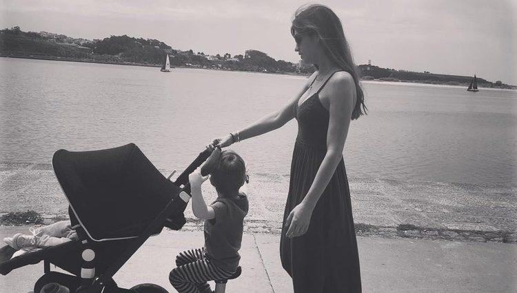 Sara Carbonero junto a sus hijos / Fuente: Instagram