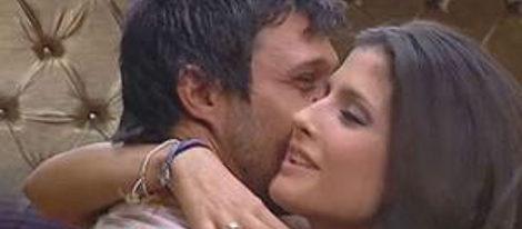Hugo y María se han besado y Hugo ha dejado a su novia Julia en el confesionario