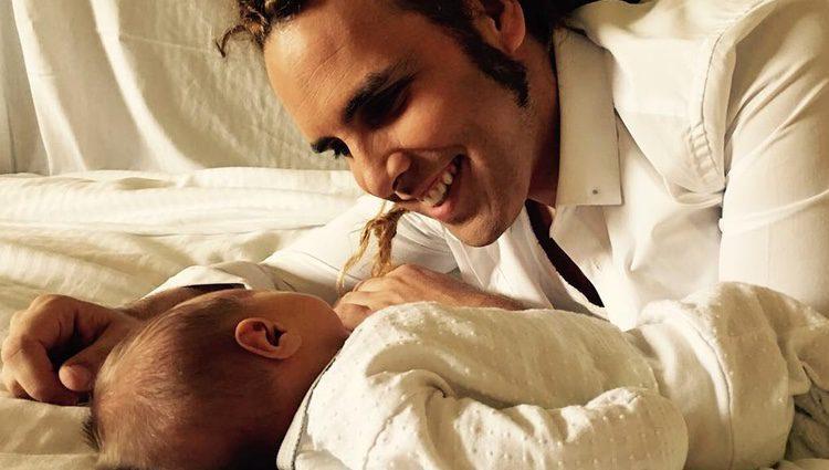 Torito con su hijo recién nacido / Instagram