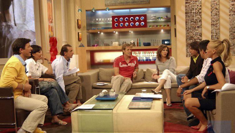 Ana Rosa Quintana y los colaboradores de 'El programa de AR' en los inicios del mismo / Telecinco.es