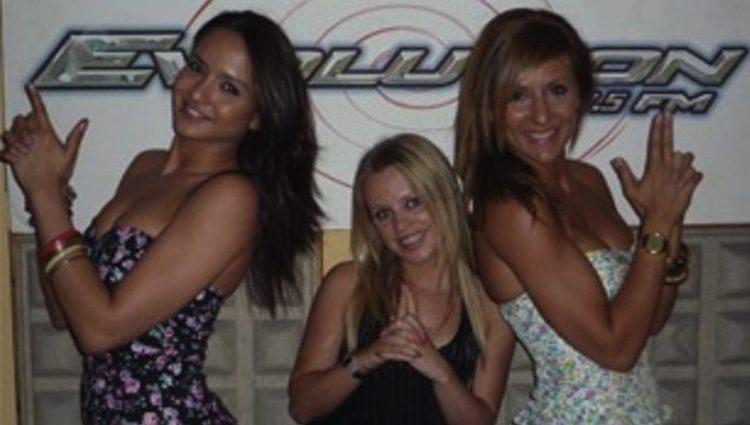 Tatiana y Nagore junto a Naiala MElo ('GH 8') en el programa de radio