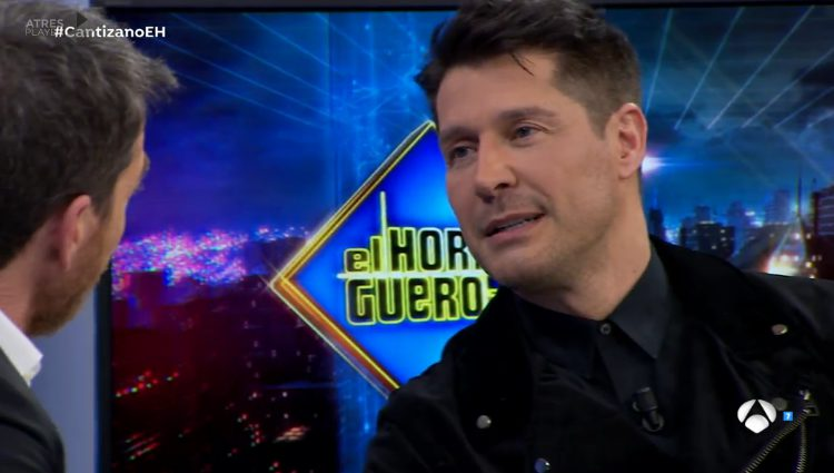 Jaime Cantizano explicando su nuevo programa en 'El Hormiguero'