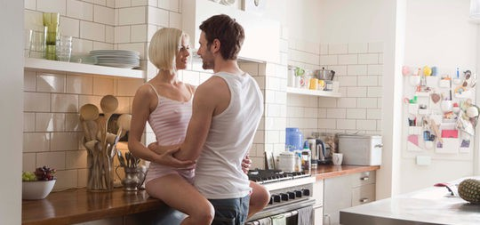 Rutas sexuales sin salir de casa: posturas y lugares