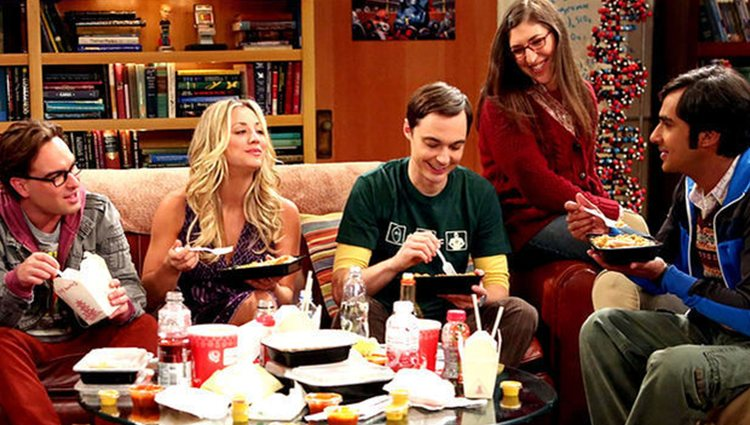 Leonard, Penny, Sheldon, Amy y Raj en 'The Big Bang Theory'