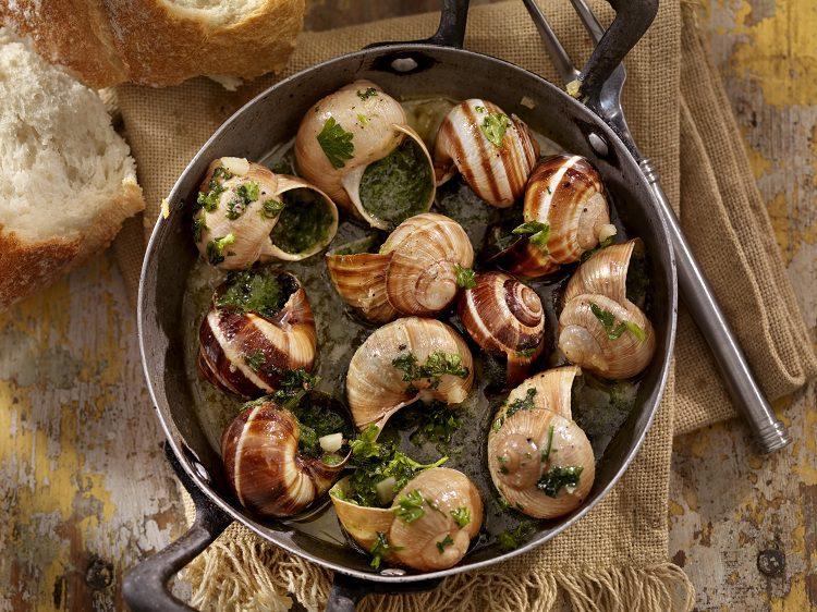La preparación de un plato de caracoles de Navidadno requiere de una gran elaboración