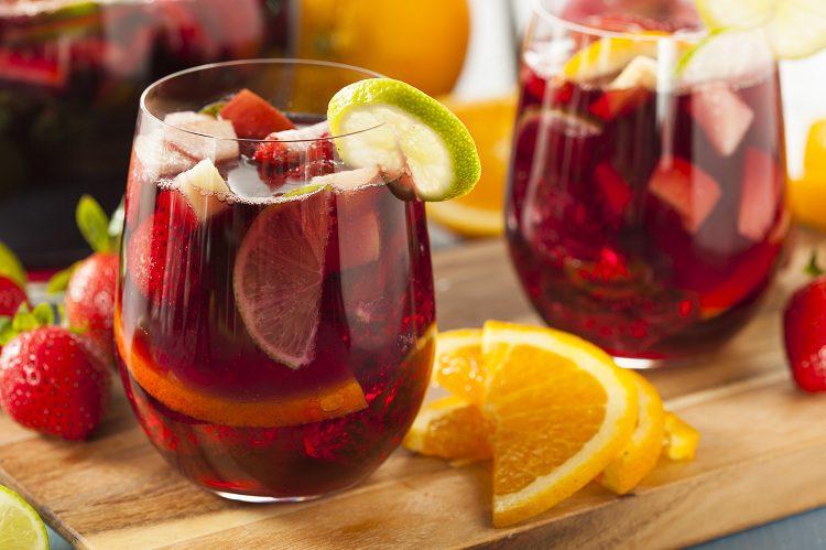 El ponche de frutas es una bebida bastante popular y tradicional en toda Sudamérica