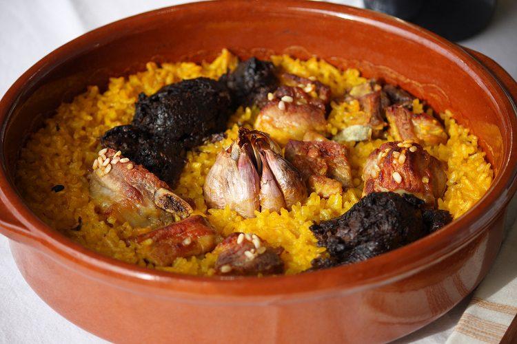 El arroz al horno un plato muy típico de Valencia que en fechas festivas o domingos caseros es perfecto