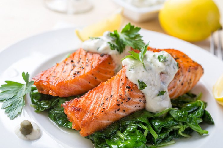 Salm n al vapor con espinacas y salsa de mostaza bekia for Cocinar salmon