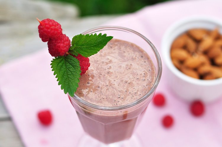 El batido de chocolate con frambuesas es ideal para tomar en verano