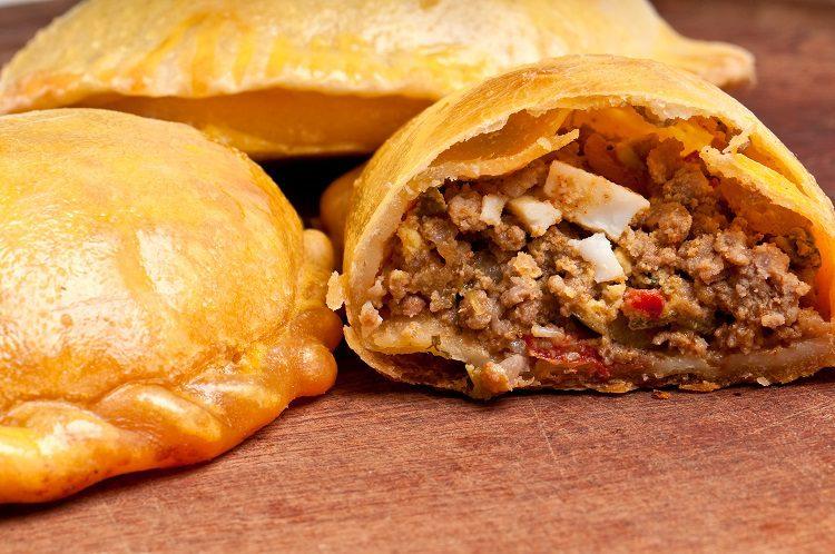 Estas empanadillas además de carne pueden llevar aceitunas, huevo duro o uvas pasas