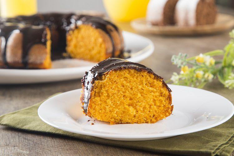 Lo mejor de este bizcocho de zanahoria y chocolate es que es muy fácil y sencillo de hacer