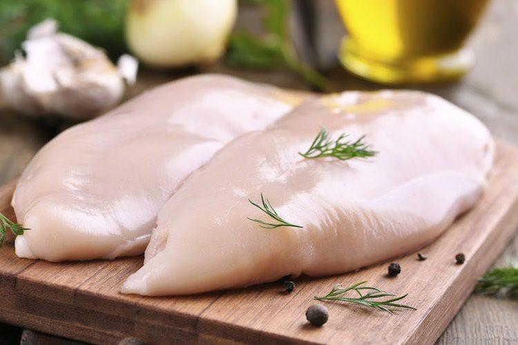Pollo con crema de champiñones