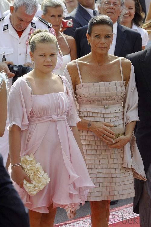Estefanía de Mónaco y su hija Camille en la boda de Alberto y Charlene