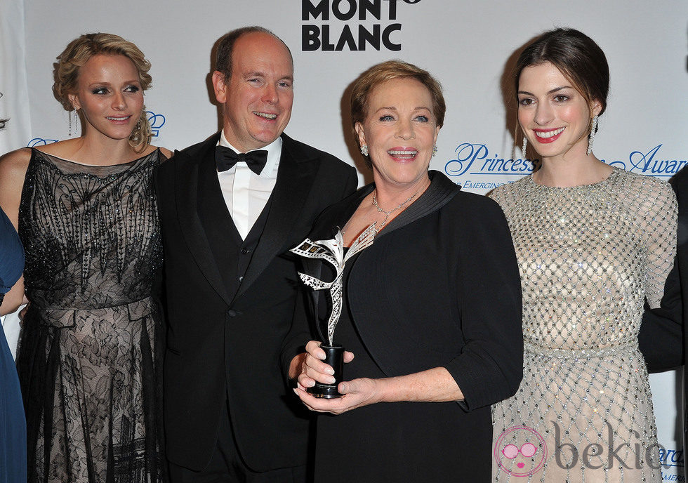 Julie Andrews And Anne Julie Andrews And Anne Hathaway