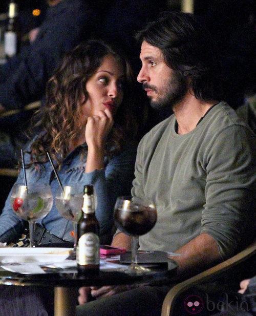 Hugo Silva e Hiba Abouk en la gala Help