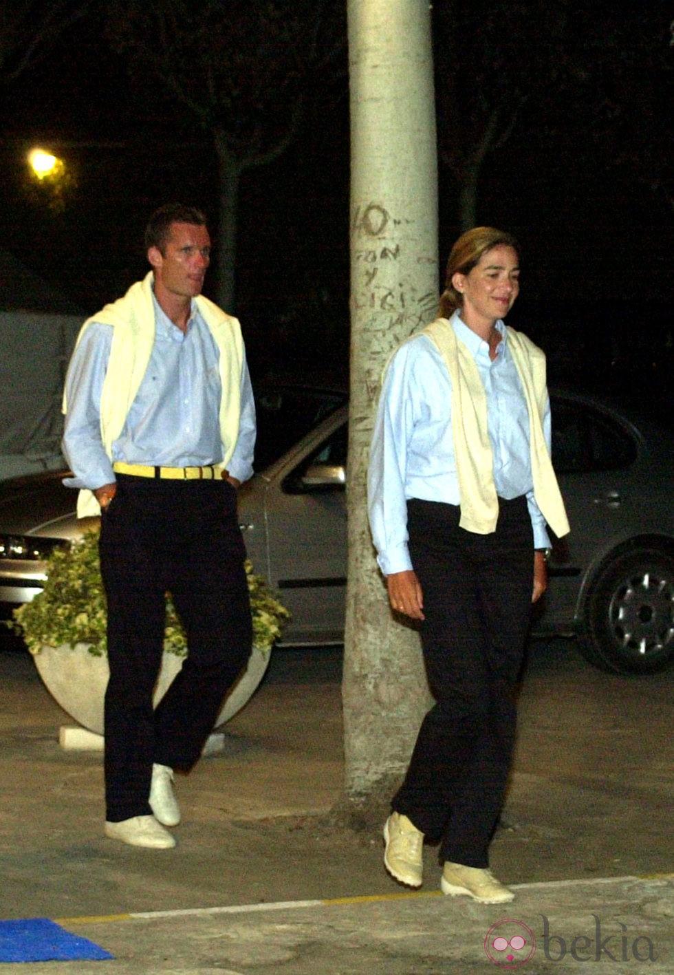 Los Duques de Palma pasean por Mallorca vestidos iguales en 2001