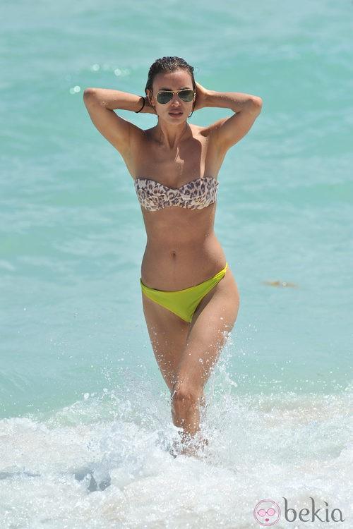 Irina Shayk Luce Bikini De Vacaciones En Miami