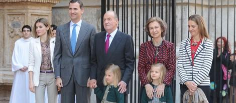 Los Reyes, los Príncipes de Asturias y las Infantas Leonor, Sofía y Elena en la Misa de Pascua