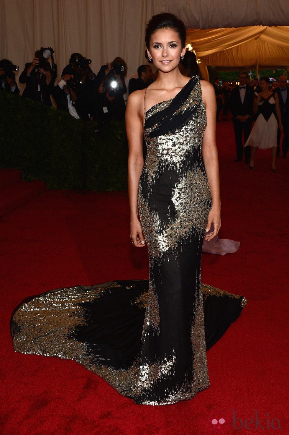 Nina dobrev en la alfombra roja de la gala del met 2012 - Alfombra nina ...