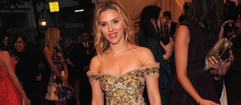 Scarlett Johansson en la alfombra roja de la Gala del MET 2012