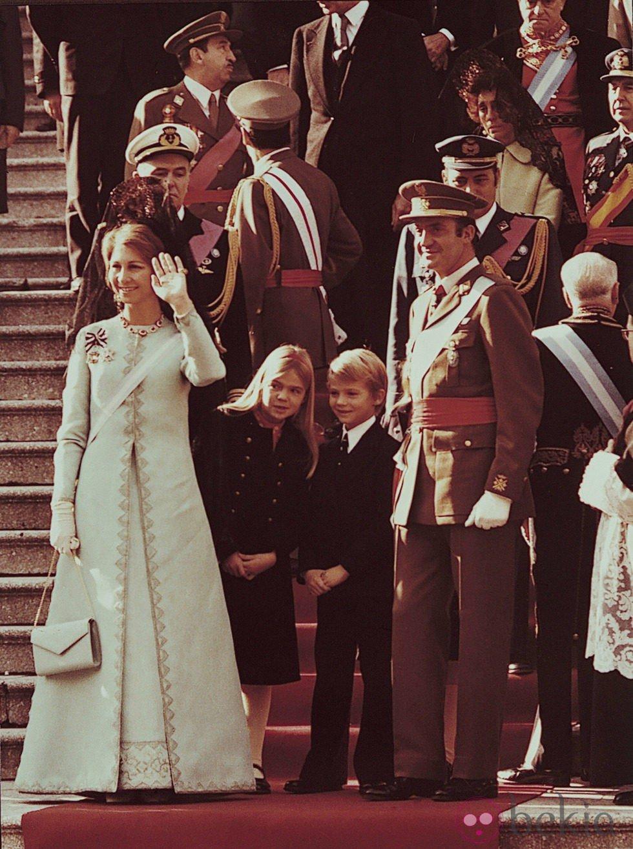 21272_reyes-juan-carlos-sofia-salida-te-deum-coronacion-rey.jpg