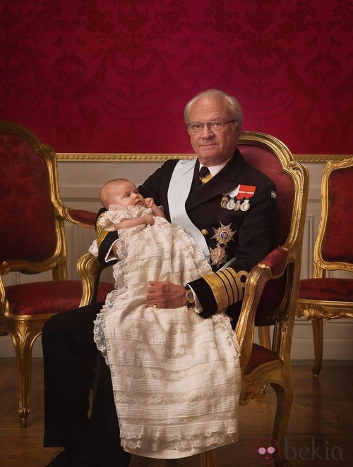 Foto Oficial Del Rey Carlos Gustavo De Suecia Con La Princesa Estela