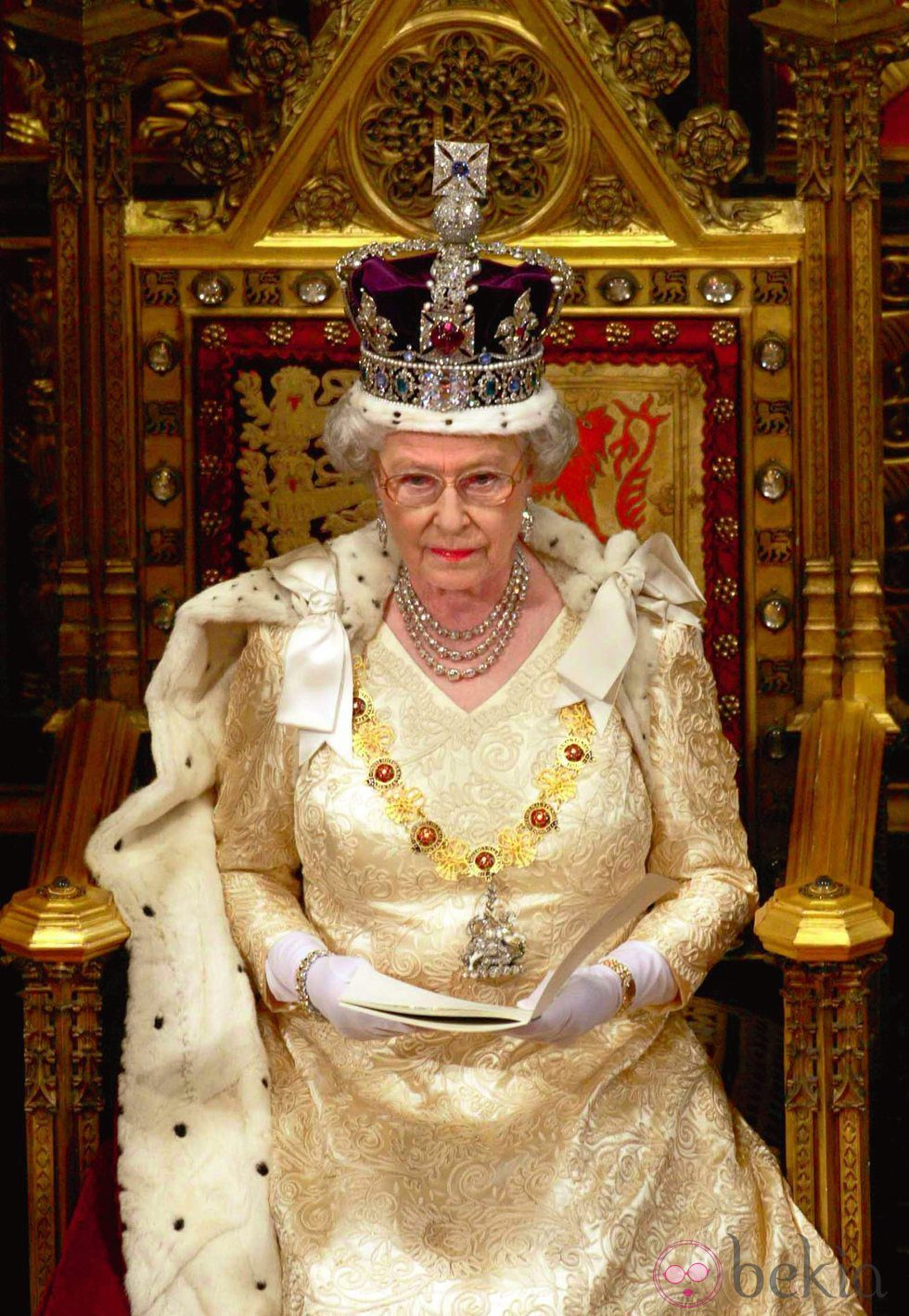 La Reina De Inglaterra En La Apertura Del Parlamento En