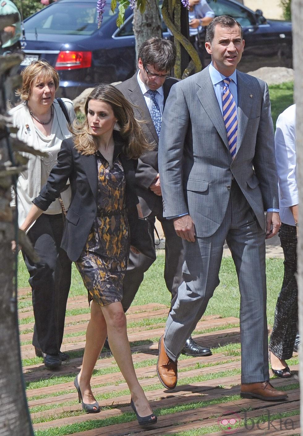 Príncipes de Asturias: visita de 2 días a Girona 24015_principes-felipe-letizia-llegada-almuerzo-girona