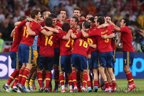 La Selección Española celebra la victoria en la Eurocopa 2012