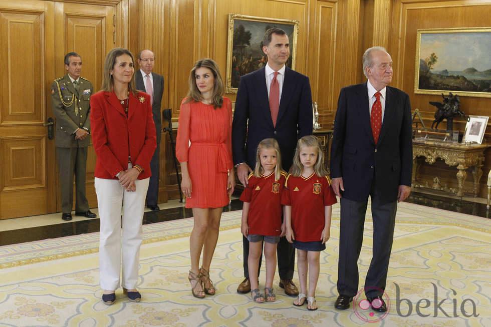 Recepción en Zarzuela a la Selección española 24262_familia-real-espanola-recepcion-seleccion-espanola-zarzuela